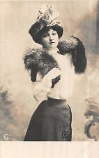 POSTCARD    GLAMOUR  ACTRESS      Girl  in the  fur  hat
