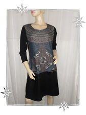 B - Vestido De fantasía Acampanada Negro y Estampado Bi-material 44
