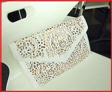 Magnifique Pochette de soirée mode et tendance  et sa chaine doré. Coloris Blanc