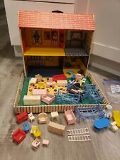 1968 Unusual Louis Marx Paperboard Doll House Fold Up Suitcase Type 4 Rooms +