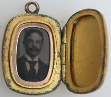 PHOTO JEWELRY, TINTYPE. HANDSOME MAN WITH MUSTACHE. GOLD LOCKET CASE.