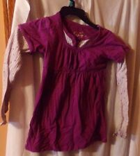 1 GIRLS SZ M ARIZONA PURPLE TOP WITH WHITE SLEEVES WITH PURPLE AND GREEN STARS