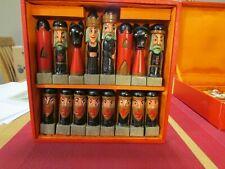 Alte Schachfiguren ? Holz im Kasten