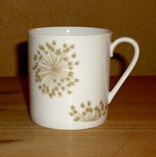 Arzberg  1 Kaffeetasse, weiß mit beigen  Dekor. Durchmesser 6,4 cm,Höhe 6,8 cm