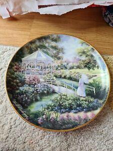 Franklin MINT Heirloom GARDEN GAZEBO Fine Porcelain Plate By Violet Schwenig VGC