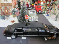 "TRAIN GARDEN VILLAGE HOUSE  "" 1999 LINCOLN STRETCH-LIMO "" + DEPT 56/LEMAX info"
