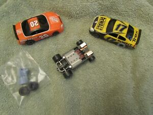 2 HO Slot Cars LIFE LIKE  #17 & #20 and extra chassis untested