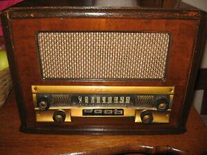 Sears SILVERTONE 8052 wood PB AM table radio nice & restored elec.-Plays great