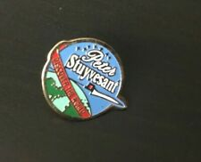 Peter Stuyvesant pin - tobacco - cigarettes -French