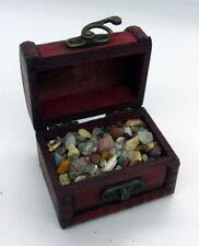 Petit Coffret aux trésors d'éclats de minéraux et de roches
