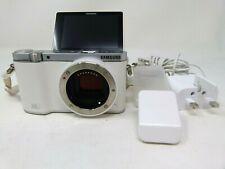 Samsung NX NX3000 20.3MP Digital Camera-White-Used