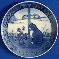 """Royal Copenhagen 1970 """"Christmas Rose and Cat"""" Plate Denmark 7 1/4"""""""