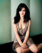 Anne Hathaway Unsigned 8x10 Photo (25)