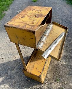 Battery Box Hinge - all Oliver OC-4OC-46 Crawlers/Dozers/Loaders - Case 310