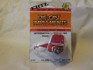 1983 Ertl Round Hay Baler 2400 #1758 1/64 Implements International Harvester