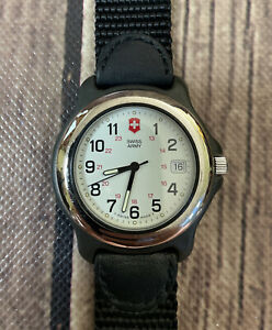 Vintage Swiss Army Mens Watch Water Resistant to 330 Feet New Battery