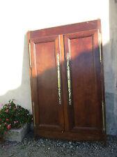 facade de placard ou en chêne ancien.