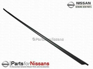 Genuine Nissan Reveal Molding 72752-01G00