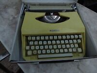 machine à écrire Mercedes jaune portable vintage typewriter decor loft
