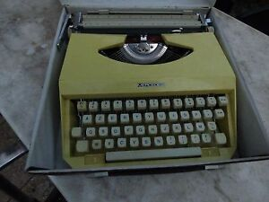 Machine IN Typewriter Mercedes Yellow Portable Vintage Decoration Loft
