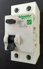 Schneider fácil 9 RCCB/RCD EZ9R33280 80A 30mA Doble Polo BSEN 61008-1! nuevo!