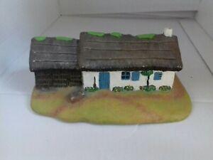 Maison miniature en résine peinte main Vendée 85 pour maquette train creche deco