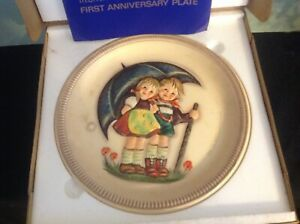 """HUMMEL 1975 Anniversary Plate in Bas Relief """"Stormy Weather"""", HUM 280, TM 5, 10"""""""