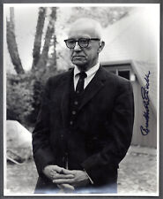 BUCKMINSTER FULLER - Visionary architect - Photo 8 X 10 signed with envelope