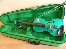VIOLIN 3/4 SIZE IN GREEN WITH CASE & BOW IN EXCELLENT CONDITION.