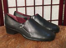 CLARKS Women 9 Slip On Shoe Loafer Black Leather Low Heel Dressy Comfort