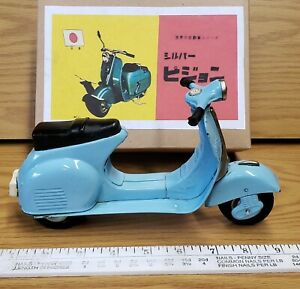 Vintage tin toy friction Vespa scooter Great working condition Bandai Japan
