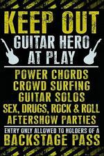 Mantener fuera: Guitar Hero at Play-Maxi Póster de 61cm X 91.5cm (nuevo Y Sellado)