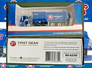 NIB First Gear Republic Services Front End Loader 1:87th Scale