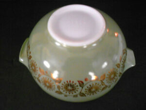 Vintage Pyrex Sage Green Gold Medallion Cinderella 2 1/2 Qt Mixing Bowl 443 LNC