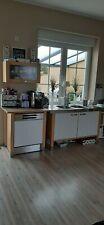 Gebrauchte Ikea Küche in einem ansprechendem Buchendekor mit weißen Einsätzen