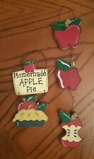"""Country Apples Hanging Wall Plaque Set """"Homemade Apple Pie"""""""