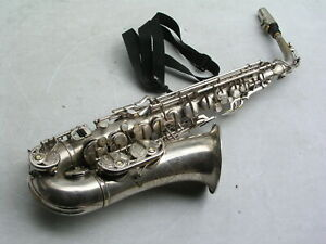 schönes silbernes Saxophon Altsaxophon Weltklang