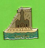 pin's lapel pin pins Ville Village TOURISME SARCELLE au MAROC Édifice religieux