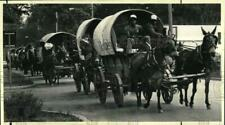 1986 Press Photo Vision Quest wagon train passes through Ballston Spa, New York