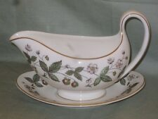 Wedgwood Strawberry Hill Salsiera & Stand
