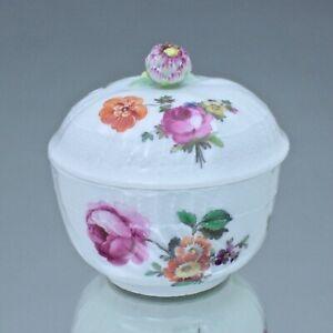 KPM Berlin um 1780: kleine Zuckerdose Neuosier mit Blumen, Dose, Rose, sugar box