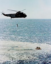 ASTRONAUT GORDO COOPER HOISTED TO HELICOPTER AFTER GEMINI 5  8X10 PHOTO (BB-174)