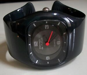Women's black Casual Wear Fashion Bangle Wrist Watch