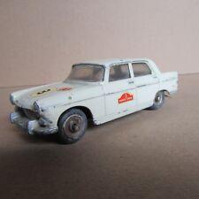 853 Vintage Dinky 553 Peugeot 404 beige 1:43