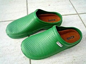 NEW Town & Country green lightweight patterned CLOGGIES--Size 8 UK adult.