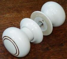Poignées et crémones de porte boutons blancs