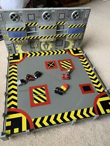Robot Wars SFX Arena with 7 Minibots USED, NO BOX