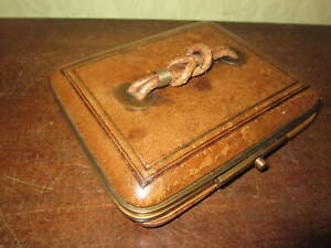 A Victorian expanding leather jewellery case