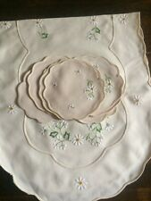 Daisy Embroidered Table Runner and 6 coasters