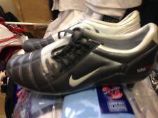 Nike TOTAL 90 in (ca. 228.60 cm) Taglia 5 or5.5UK A £ 17 in pelle lookkmarroon/Argento